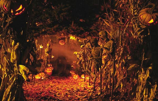 Halloween+began+as+the+Celtic+holiday+of+Samhain%0A